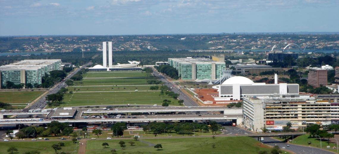 Um plano do centro de Brasília com vários edifícios de Niemeyer