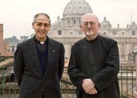 O antigo General Superior da Companhia de Jesus, Hans Kolvenbach, e o actual, Adolfo Nicolas