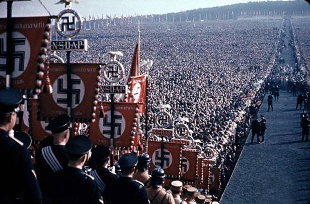 Um desfile na Alemanha Nazi
