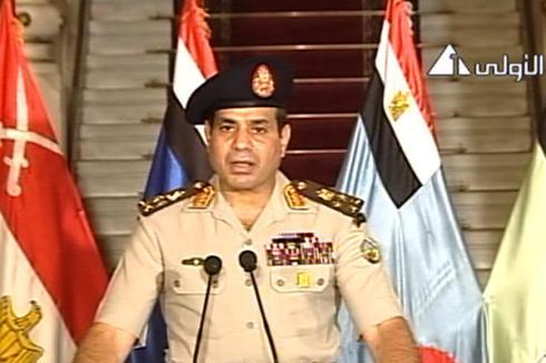 O General Abdel-Fattah al-Sissi anuncia o golpe militar contra o governo da Irmandade Muçulmana e a suspensão da contituição