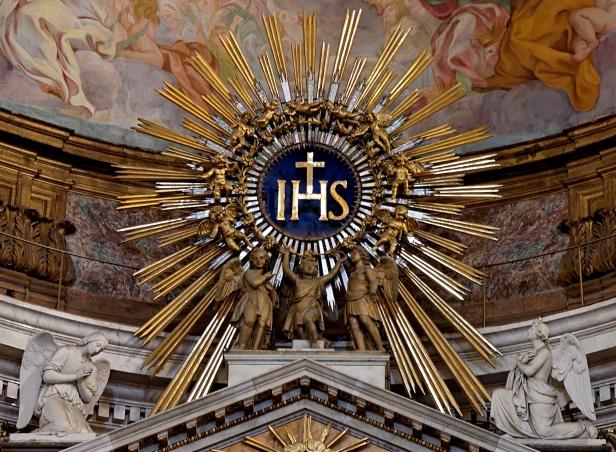 Símbolo dos Jesuítas, 'IHS', que significa 'Iesus Hominum Salvator'. A história demonstra que as ações dos Jesuítas não refletem os valores de Jesus (que a paz esteja com ele), sendo que a 'Companhia' não merece ostentar o seu nome...