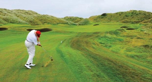 Trump joga golfe