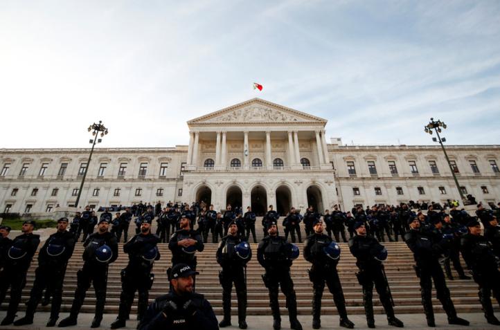 polícias na Assembleia