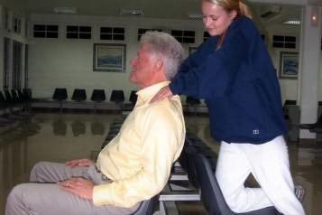A massagem foi descrita por davies como seguindo parametros normais de uma massagem terapêutica